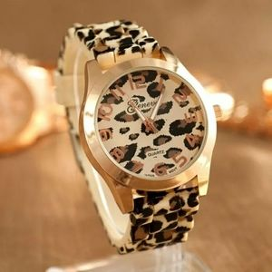 Women Fashion leapord print silicone band watch